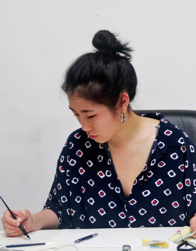 Gracey Zhang trabalha em seu ateliê na Despina