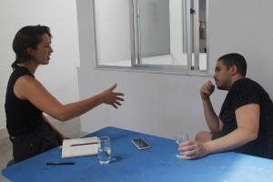 Maria Marvila conversa com o curador e professor Raphael Fonseca em seu ateliê na Despina